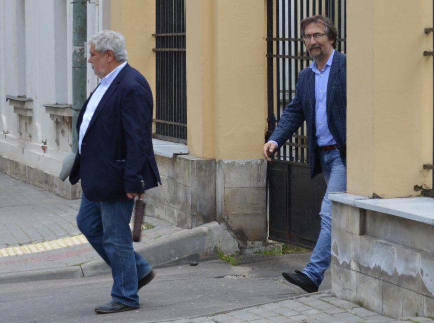 Седов и Мкртычев покидают усадьбу