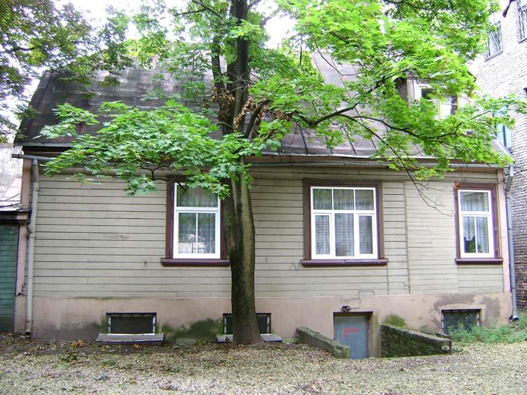 Дом в Риге на улице Стабу 41 (раньше 39-а), где во второй половине 19 в. жил  дед Н.К.Рериха Фридрих Рерих с женою Дорис Пореп