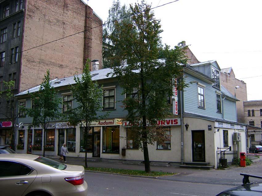 Дом в Риге на улице Стабу 44, где во второй половине 19 в. жил  дед Н.К.Рериха Фридрих Рерих с женою Дорис Пореп