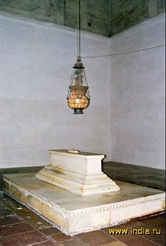 Надгробие Акбара