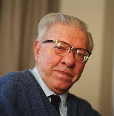 Астрофизик, профессор Фред Хойл