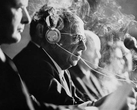 Жан-Поль Сартр открывает трибунал Бертрана Рассела. 8 мая 1967 года.