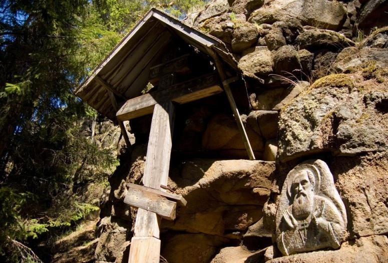 Святой остров. Пещера Преподобного Александра Свирского.