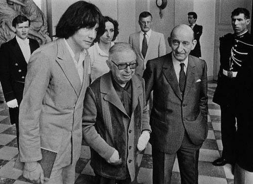 Жан-Поль Сартр, Андре Глюксманн и Раймон Арон на государственной конференции в Palais de l`Elysee. Философы были членами комитета, который предоставил помощь для вьетнамских беженцев. Париж, Франция, 26 июля 1979 года.