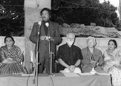 С.Н. Рерих, Л.В. Шапошникова и Девика Рани  в художественной школе при центре искусств  «Читракала Паришад». Бангалор. 1980