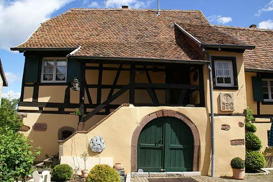 Дом  сестры Симоны, Элен де Бовуар в Goxwiller (Эльзас), где Сартр попытался скрыться от СМИ после присуждения Нобелевской премии.