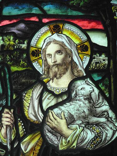 Христос Добрый Пастырь.  Витраж. XIV в.(?) Фрингфорд. Англия.
