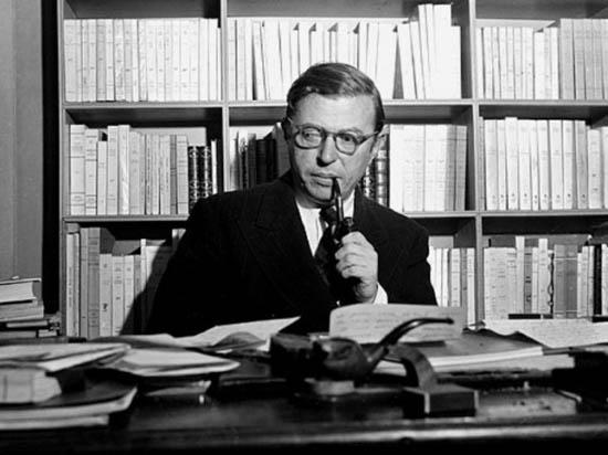 Жан-Поль Сартр в своем кабинете