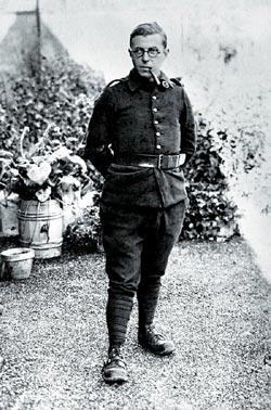Жан-Поль Сартр – солдат французской армии.