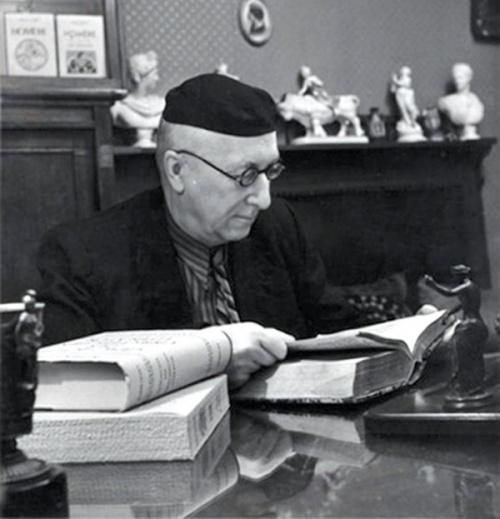 В.Ф. Лосев в своем кабинете