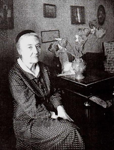 Людмила Степановна Митусова в своей комнате в доме на 4-ой Советской ул.