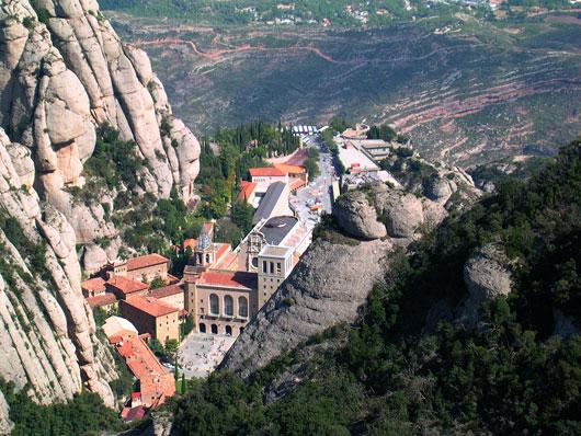Монтсеррат — расположенный на необычайной горе с одноименным названием, старейший бенедиктинский монастырь Испании.
